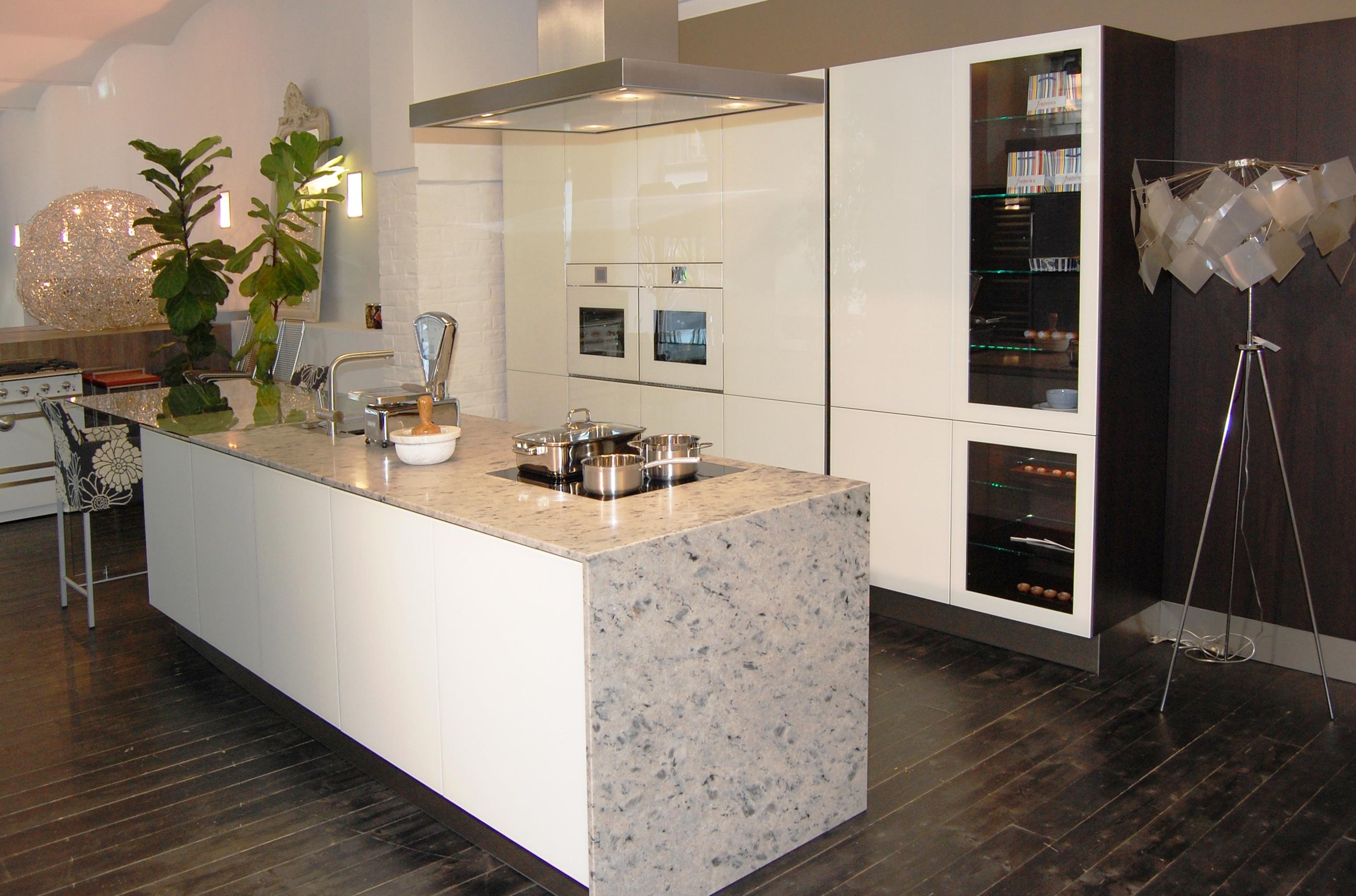ausstellungsk che eggersmann e sign vetro vetro satinato. Black Bedroom Furniture Sets. Home Design Ideas